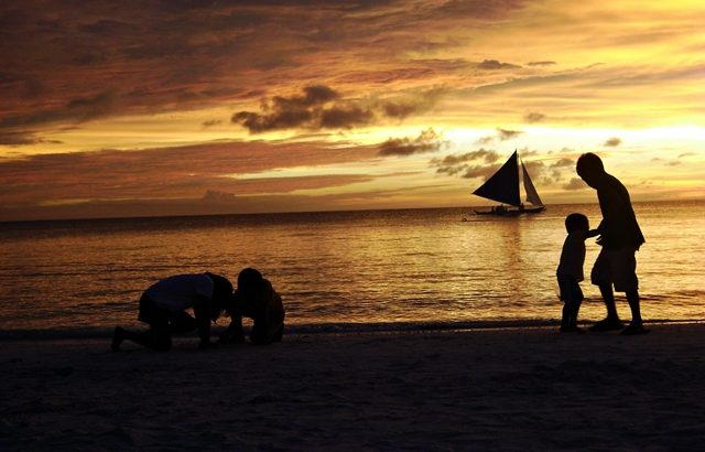 Art does bring in money, ask the Boracay boys