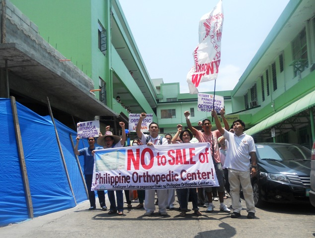 "BULATLAT FILE PHOTO. Health workers and employees of the Philippine Orthopedic Center walk out during lunch break as protest against the hospital's looming ""modernization."" (Photo by  Anne Marxze D. Umil/ bulatlat.com)"