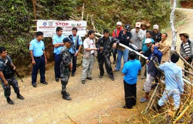 People's barricade to defy Royalco mining's TRO, government soldiers
