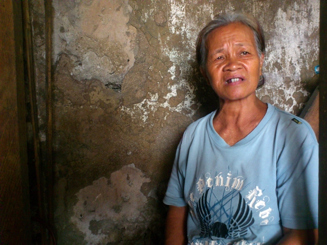 Benny Azarcon says she will fight for their right to shelter. (Photo by J. Ellao / Bulatlat.com)