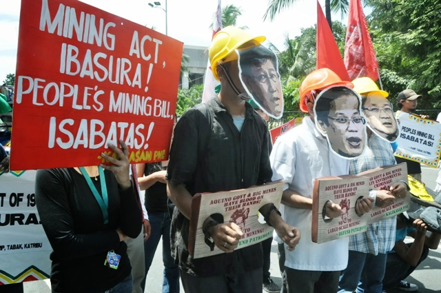 Defend Patrimony in a picket at CCP Road Sept 11 (Photo courtesy of Clemente Bautista / )