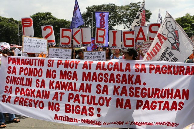 Farmers hold a protest action in front of the Department of Agriculture to demand the resignation of Secretary Proceso Alcala. (Photo by Jhun Dantes/ Bulatlat.com)