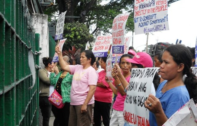 Women's group storm NFA, DA