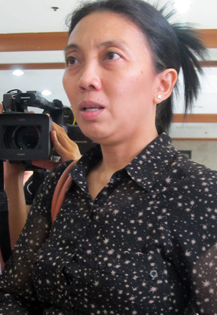 Prima Quinsayas, lawyer of the Freedom Fund for Filipino Journalists (FFFJ), questions the timing of the ban on media coverage of the Ampatuan massacre trial. (Photo by Ronalyn V. Olea/ Bulatlat.com)
