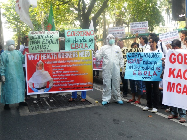Health workers protested against the Department of Health's inadequate preparations against Ebola threat. (Photo by A. Umil/ Bulatlat.com)