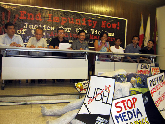 Groups condemn the continuing injustice for the victims of the Ampatuan massacre. (Photo by Ronalyn V. Olea / Bulatlat.com)