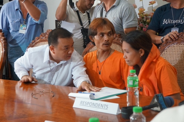 Mary Jane's recruiters confer with PAO lawyer (Photo by J. Ellao / Bulatlat.com)