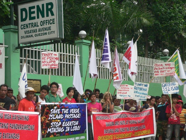 Green groups protest with Batangas peasant and fisherfolk outside DENR compound in Quezon City. (Photo by D. Ayroso)