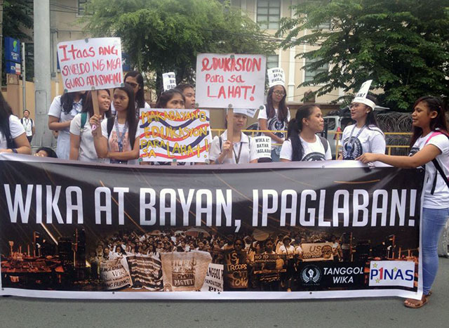 BULATLAT FILE PHOTO. Students join the protest against the elimination of Filipino as a subject, Aug. 25. (Photo by Kathy Yamzon)