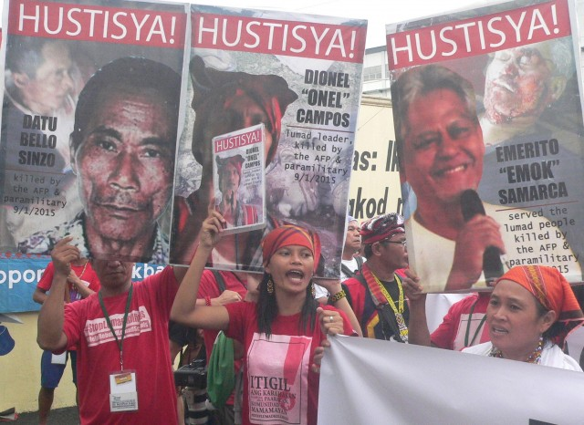 Michelle Campos (center) with Manilakbayan protesters at the gates of Camp Aguinaldo (Photo by D.Ayroso/Bulatlat.com)