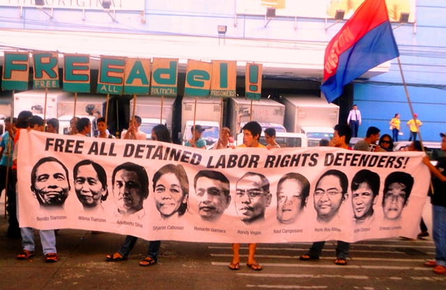 A part of workers' picket in front of Manila Regional Trial Court in time for a hearing of a case against a labor rights defender on Dec 8 (Photo by Neil Ambion / Bulatlat.com)