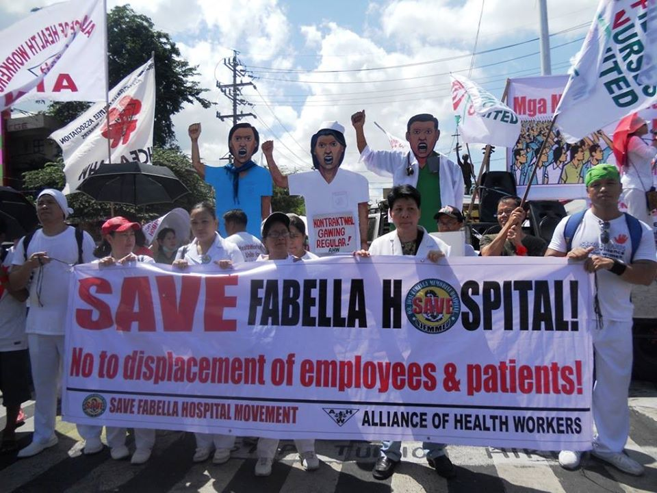 Employees of Dr. Jose Fabella Memorial Hospital in the protest. (Photo by A. Umil/ Bulatlat)