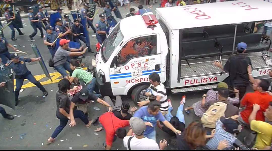 A police mobile runs over several protesters in front of the United States Embassy, Oct. 19. (Photo grabbed from Altermidya video)