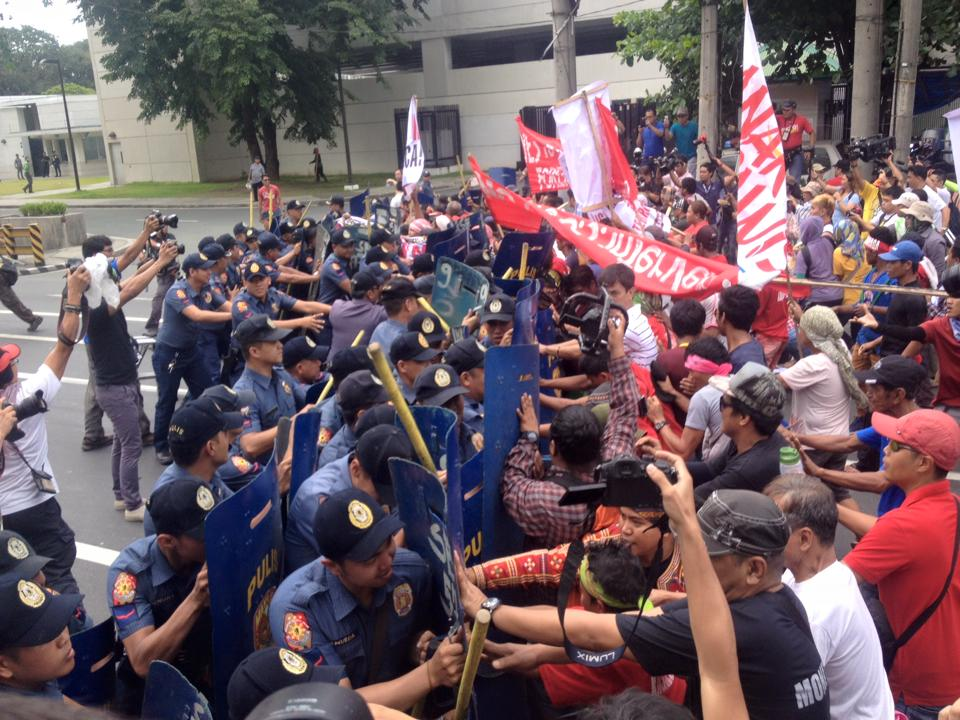 Protesters push the police blockade towards the front of the US embassy (Photo by Kathy Yamzon)