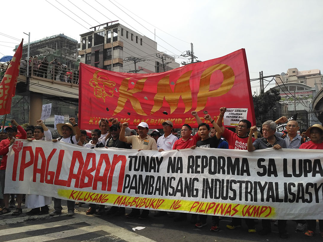 Farmers and supporters mark the 30th year of the Mendiola massacre calling for genune agrarian reform, Jan. 20. (Photo by Ronalyn V. Olea/ Bulatlat)