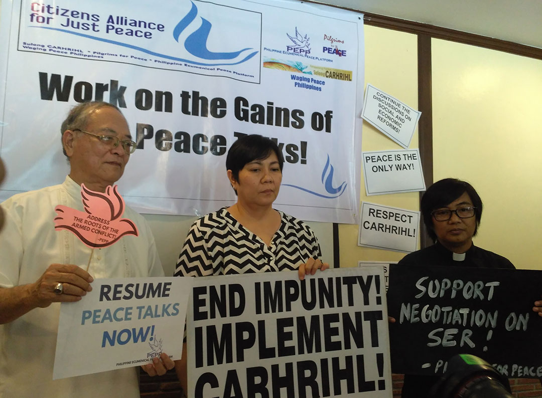 Bishop Deogracias Iñiguez of the Philippine Ecumenical Peace Platform, Joeven Reyes of Sulong CARHRIHL and Reverend Irma Balaba of Pilgrims for Peace call on the GRP and NDFP to return to the negotiating table. (Photo by Ronalyn V. Olea / Bulatlat)