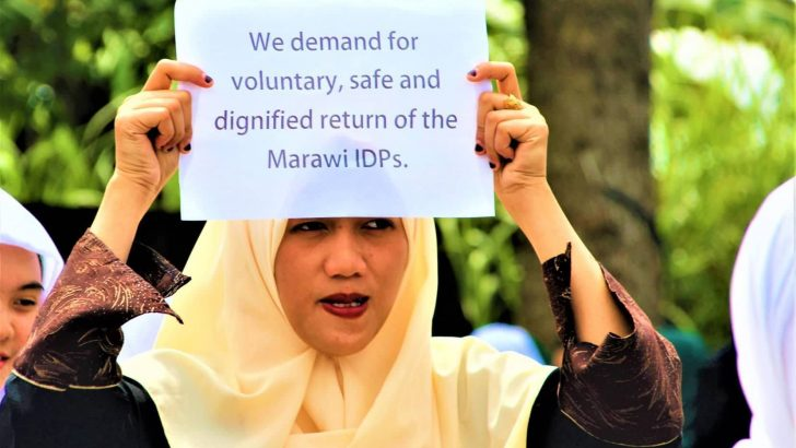 Angry Marawi women,youth barge through public hearing
